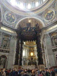Baldaquino da Basílica de São Pedro em Roma (Itália).