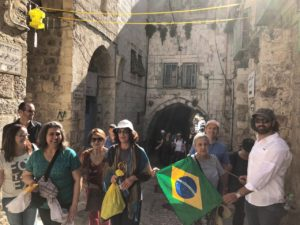 Grupo de brasileiros em Jerusalém.