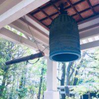 O som do sino do templo zen